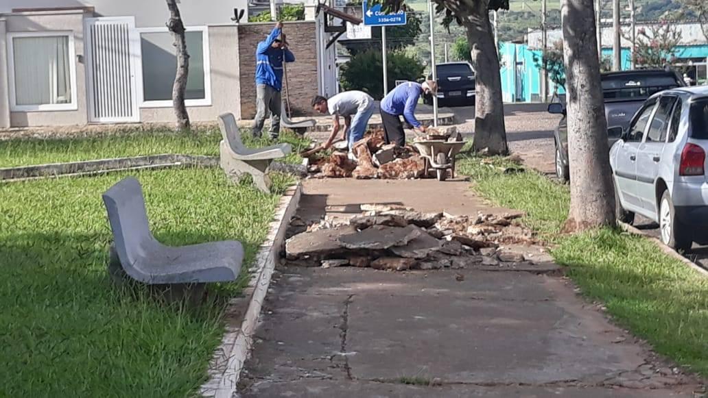 Recuperação da calçada da Praça dos Três Poderes